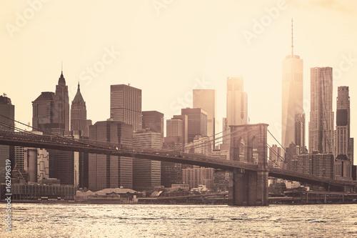 Fototapeta Manhattan przy zmierzchem, sepiowy tonowanie stosować, Miasto Nowy Jork, usa.