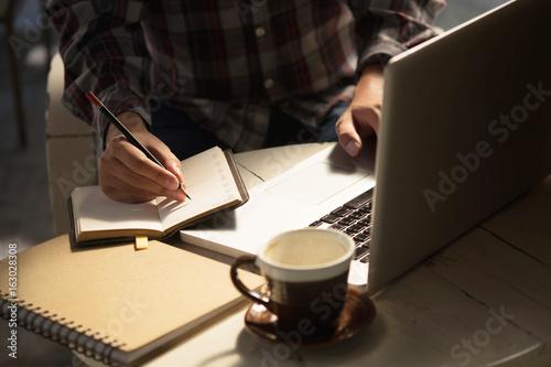 Closeup Novelist shot memo writing on paper notebook with vintage tone Fototapet