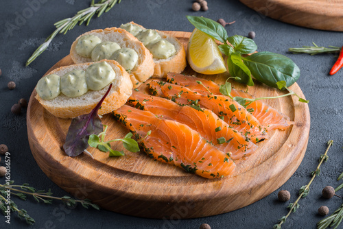 Foto op Plexiglas Voorgerecht закуска лосось слабосоленый