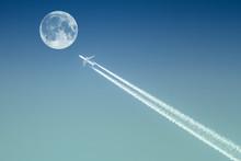 Passenger Plane Passes Near Th...