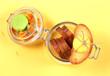 сухари из хлеба лежат в стеклянной банке на жёлтом фоне