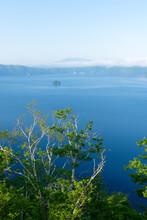 快晴の摩周湖第一展望台から見る摩周湖の風景