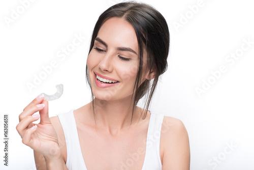 Joyful brunette girl ready for clear-aligner treatment Tablou Canvas