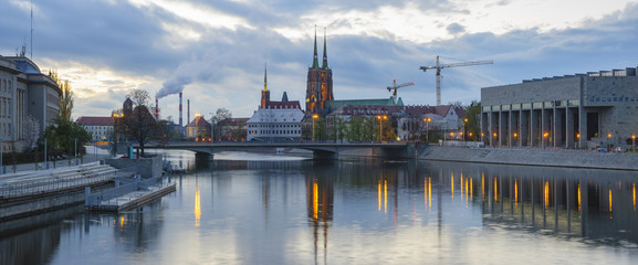 Fototapeta Evening panorama of the historic part of Wroclaw