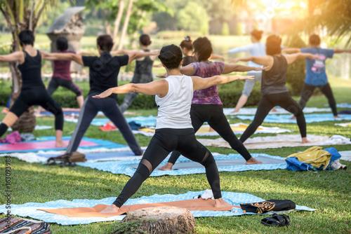 Foto auf Leinwand Yoga schule Beautiful asian girl practicing yoga