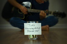 Starving Artist Guitarist Stre...