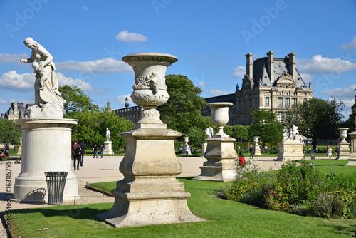 Vases et statues du jardin des Tuileries à Paris, France Slika na platnu
