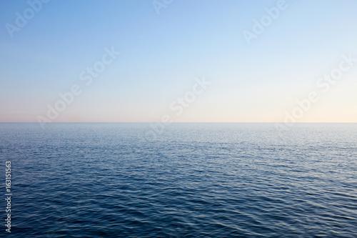 Foto op Plexiglas Zee / Oceaan Mediterranean blue, calm sea and horizon, clear sky in Italy