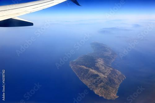 Wyspa na morzu Śródziemnym, widok z lotu ptaka. - 163187162
