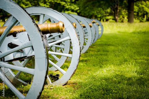 Leinwand Poster Battery of cannons ready to defend Valley Forge