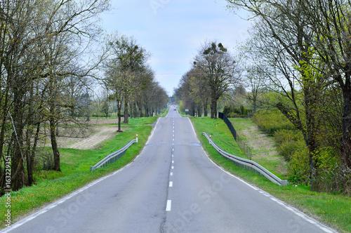 Obraz Asfaltowa droga w górę i w dół - fototapety do salonu
