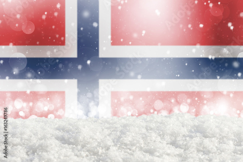 Photo  Defocused Norway flag as a winter Christmas background with falling snow, snowdr