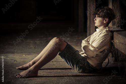 Fotografía  Barefoot boy imprisoned in a straight jacket