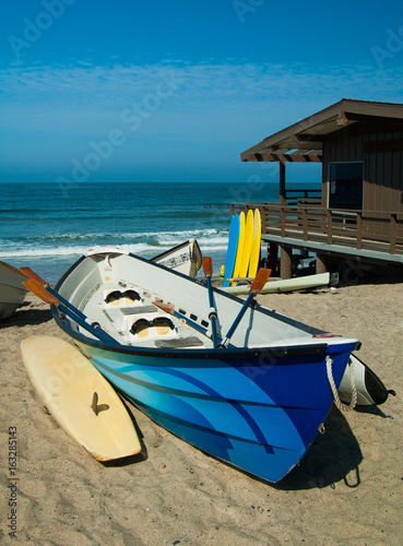 Photo  Colorful dory boats on California beach in San Clemente