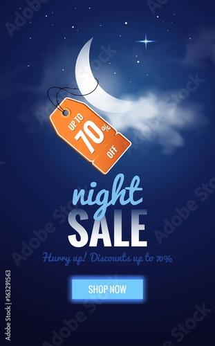 Nocna wyprzedaż ciemny sztandar. Sprzedaż plakat z księżycem, chmurami i ceną. Ilustracji wektorowych.