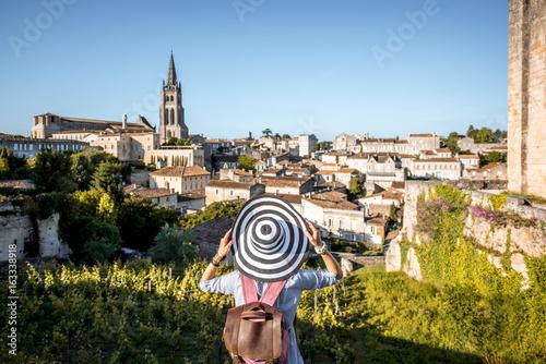 Tableau sur Toile Young woman tourist enjoying beautiful cityscape view on Saint Emilion village i