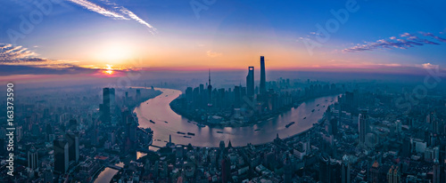 Tuinposter Shanghai Panorama of sunset with Shanghai city view