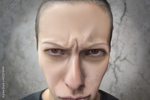 Valokuva Woman making whims with angry look