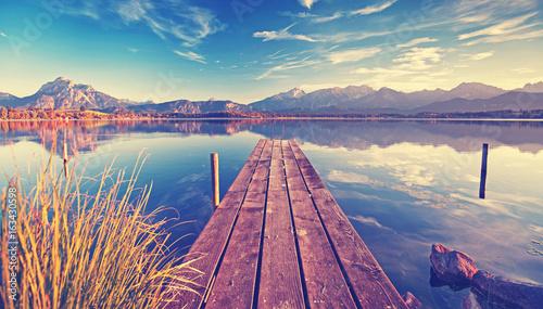 medytacja-cisza-i-spokoj-nad-jeziorem