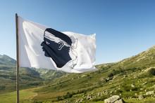 Korsischen Flagge An Einem Son...