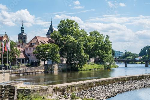 Montage in der Fensternische Historisches Gebaude Stadt Hameln -Weser mit Münsterkirche