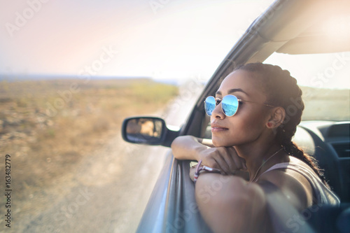 Fotografia  Trendy girl traveling by car