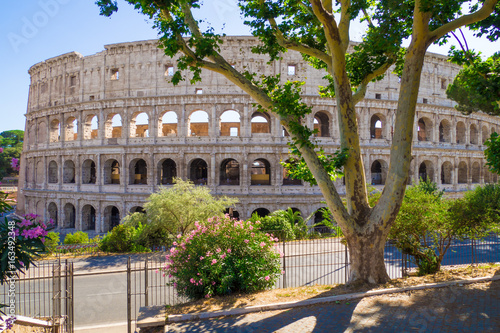 Photo  ROME, ITALY - The archeological ruins with Colosseum in historic center of Rome, named Imperial Fora