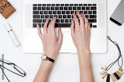 Работа девушки сверху заработать моделью онлайн в волжский