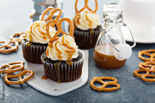 Salted caramel cupcakes with pretzels Canvas Print
