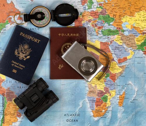 Plakat Krajowe paszporty z innymi przedmiotami podróży