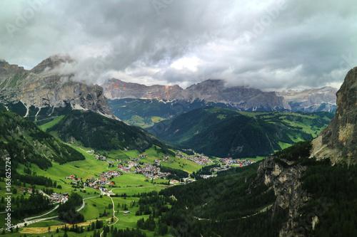 Foto op Plexiglas Turkoois landscape, mountain valley, italy, dolomites