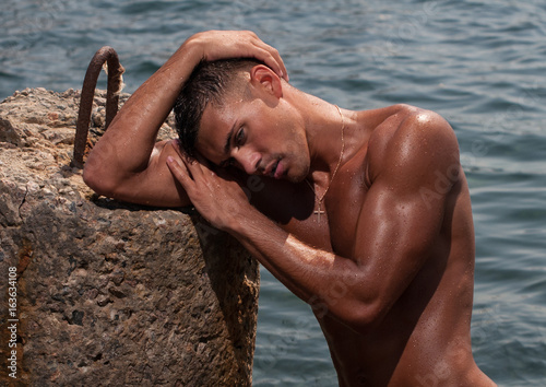Shirtless male model Fototapet