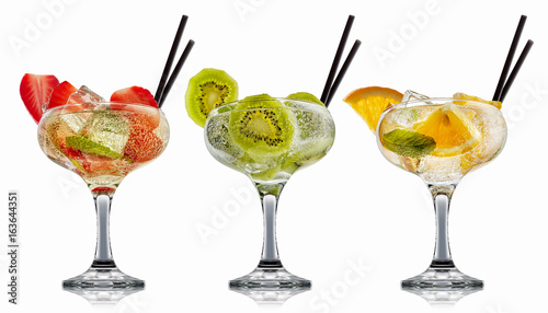Foto op Canvas In het ijs alcohol cocktail set on a white with fresh summer fruits