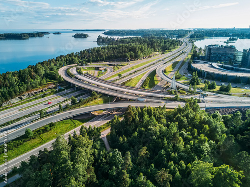 Fotografia The highway near to the Baltic Sea at the time of incredible reflections in the