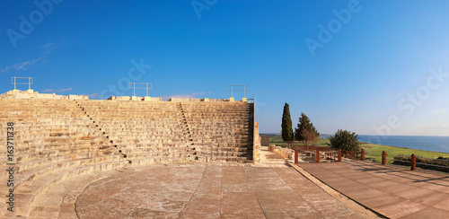 In de dag Egypte Small greek amphitheater in archaeological site in Paphos, Cyprus