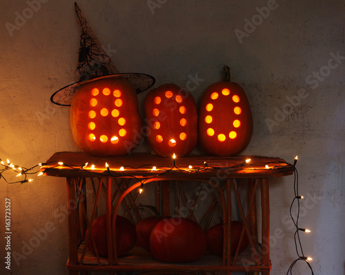 Fotografia, Obraz  Halloween pumpkins on background old wall