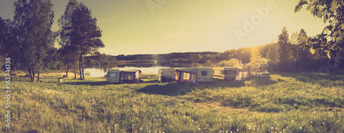 In de dag Kamperen Caravans and camping on the lake. Family vacation outdoors, travel concept