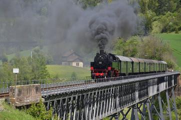 Fototapeta na wymiar Sauschwänzlebahn auf Talübergang Epfenhofen, Schwarzwald
