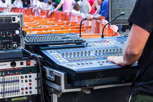 Fotografía  Man using a mixing console in live concert