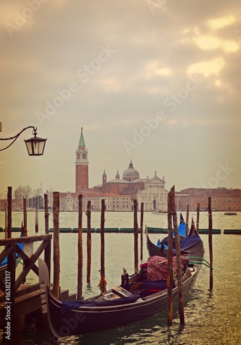 Spoed Foto op Canvas Gondolas Venise, Italie