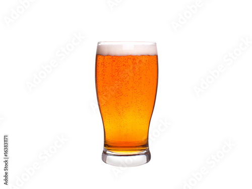 Fotografía  Glass of beer isolated on white background. Ale
