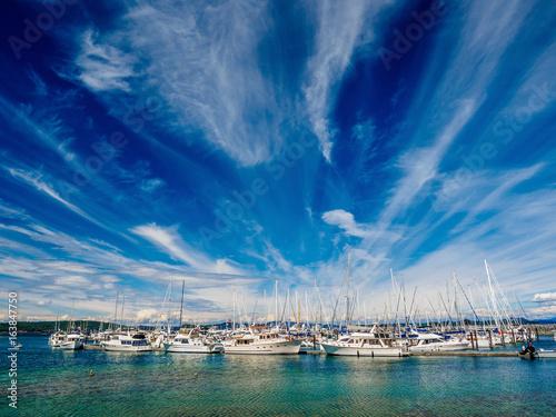 Obrazy na płótnie Canvas Yachts moored at the marina, sunny day