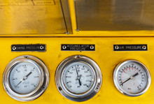 .Pressure Gauge For Monitoring Measure Pressure ,Temperature, Oil And Gas Or Petroleum,Offshore Energy And Petroleum Industry Is Major Of The World