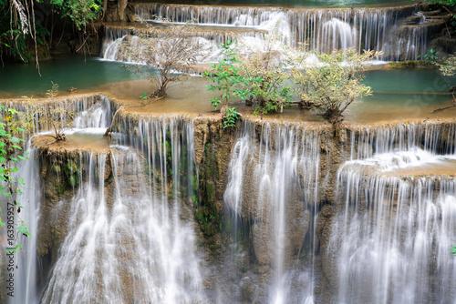 Montage in der Fensternische Wasserfalle Waterfall in Thailand, called Huay or Huai mae khamin in Kanchanaburi Provience