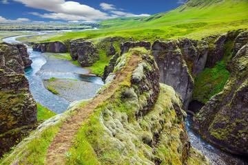 Fototapeta Optyczne powiększenie The cliffs surround the stream