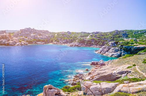 Photo  Bizarre granite rock and azure bay with sun flares in Capo Testa, Sardinia, Ital