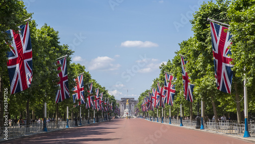 Tuinposter Londen The Mall and Buckingham Palace in London
