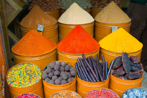 Poster Maroc spices on market stall in morocco