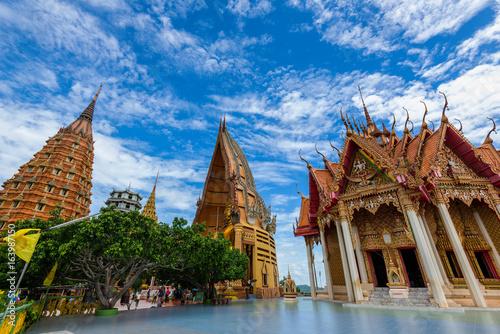 Foto  Wat Tham Sua in Kanchanaburi, Thailand ist ein schöner Tag, also ist es bei Touristen und Ausländern Thailand am 7