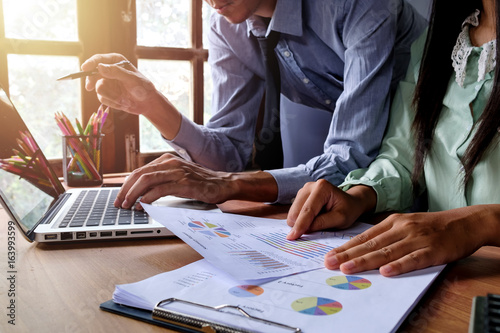 Fototapety, obrazy: Business team analyzing income